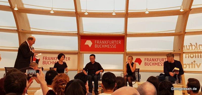Veranstaltung auf der Frankfurter Buchmesse 2018 mit Cixin Liu (Mitte) und Denis Scheck